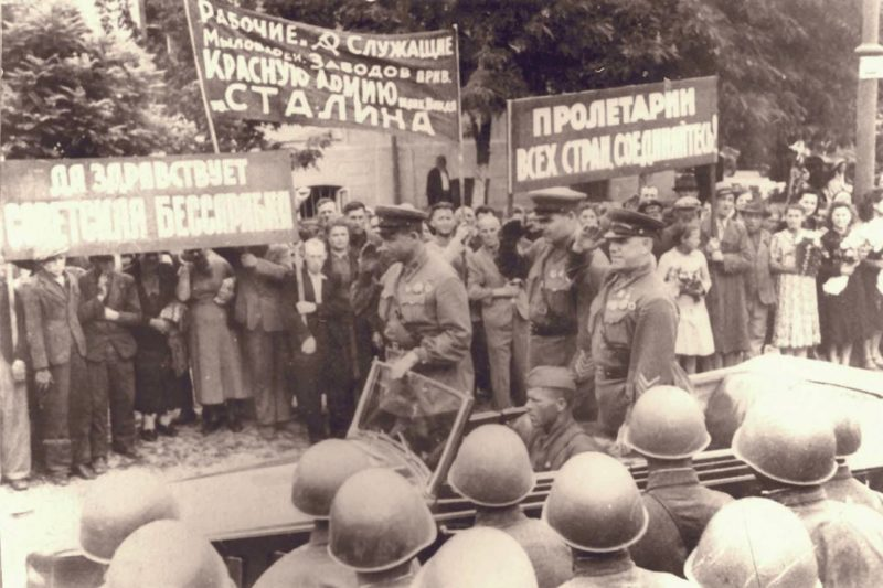 Жуков въезжает в Кишинев. 3 июля 1940 г.