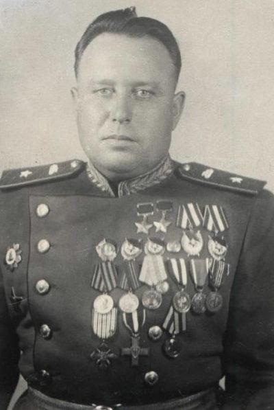 Дважды Герой Советского Союза генерал-майор танковых войск Архипов. 1945 г.