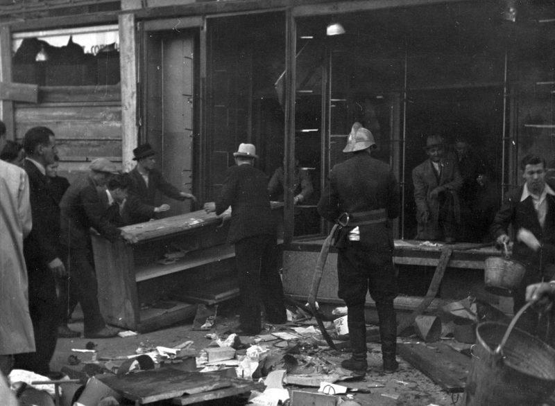 Ликвидация последствий немецкой бомбардировки. Апрель 1941 г.
