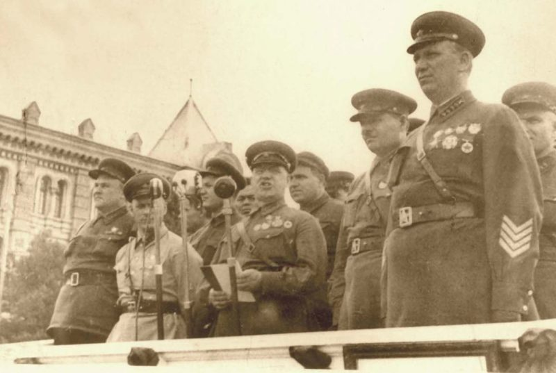 Выступление Жукова на митинге в Кишиневе. 3 июля 1940 г.