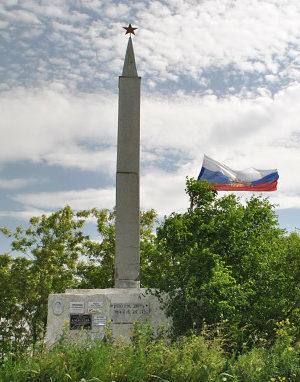 г. Новошахтинск. Памятник, установленный у братских могил, в которых похоронено около 5 тысяч человек.