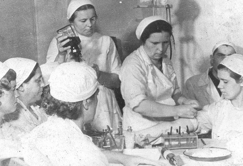 Сдача крови для раненных. Сентябрь 1945 г.