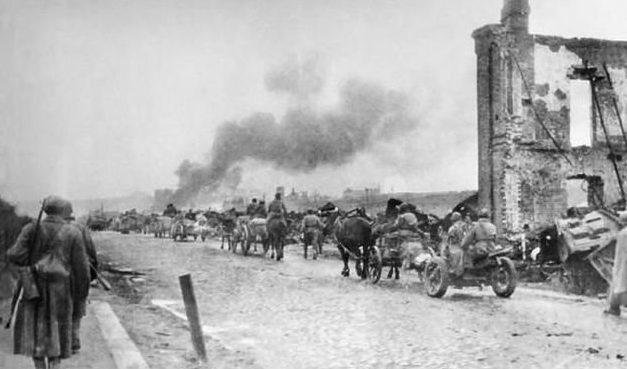 Красная Армия покидает Смоленск. 28 июля 1941 г.