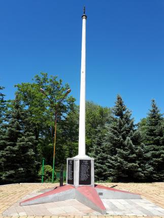 г. Новошахтинск, п.Соколово-Кундрюченский. Мемориал, установленный в 1967 году в честь погибших земляков.