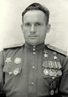Дважды Герой Советского Союза капитан Камозин. 1944 г.