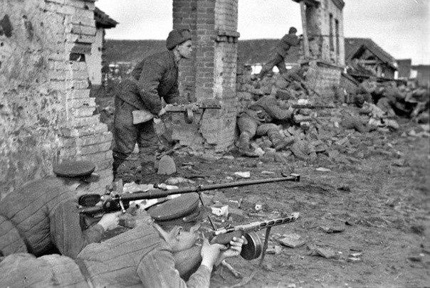 Бой за город в районе поселка Бессергеновка. Август 1943 г.