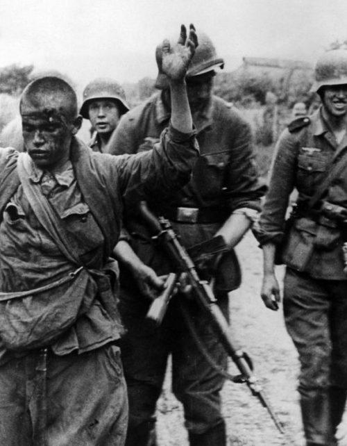 Пленный советский снайпер. Июль 1941 г.