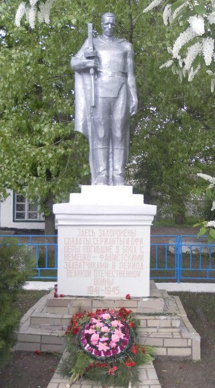 с. Авило-Успенка Матвеево-Курганского р-на. Памятник, установленный в 1947 году на братской могиле, в которой захоронено 30 советских воинов.