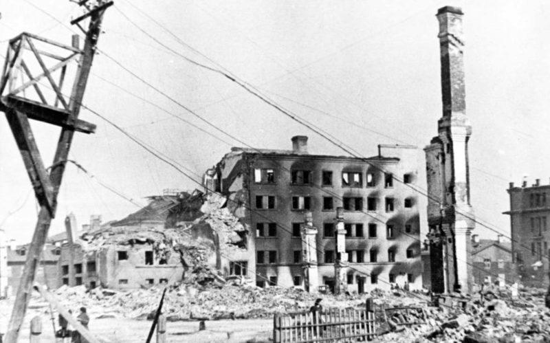 Улицы разрушенного города. 1943 г.