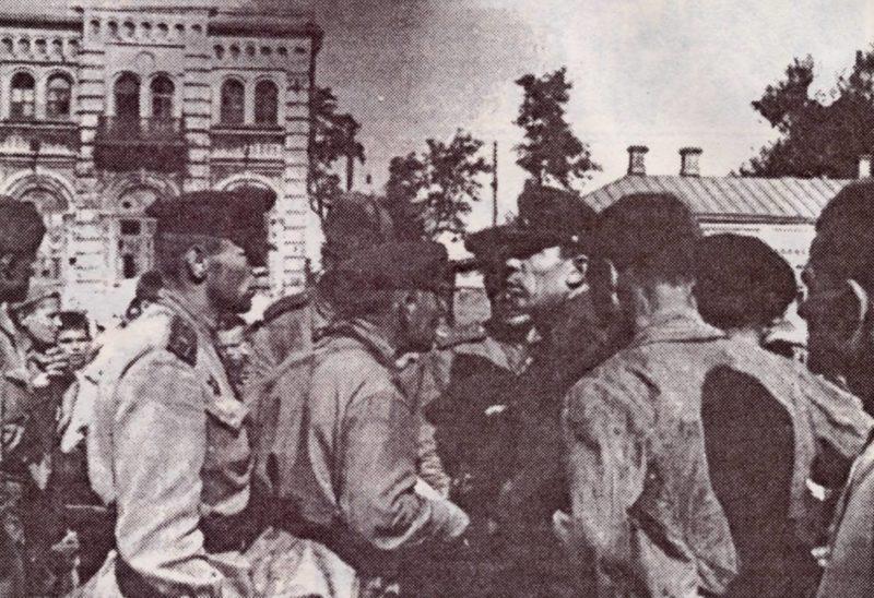 Красная Армия вступает в Таганрог.