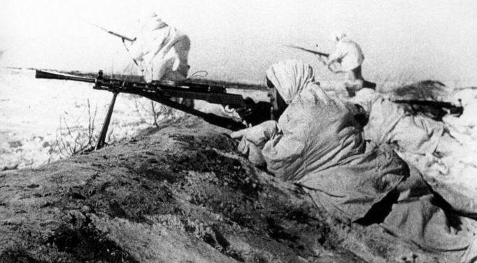 Пулеметная позиция защитников города. Ноябрь 1941 г.