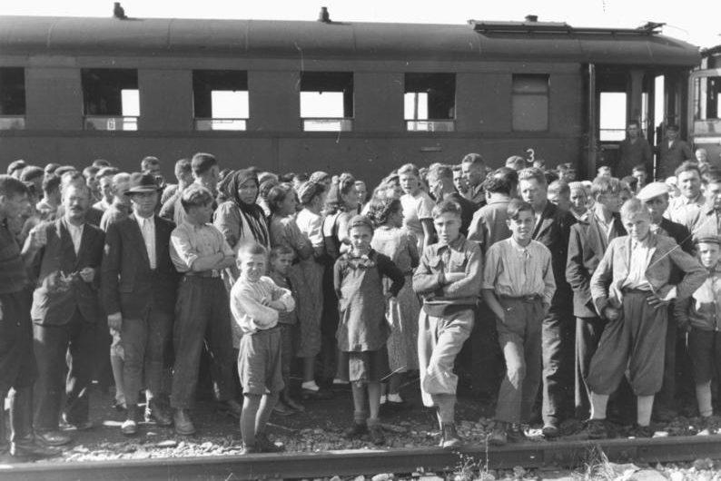 Депортация фольскдойче в Германию. Ноябрь 1940 г.
