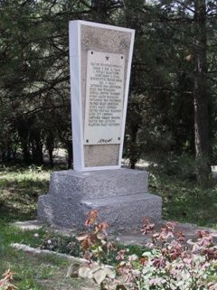 г. Сальск. Памятник ушедшим на фронт и погибшим в боях за Родину работникам мясокомбината.