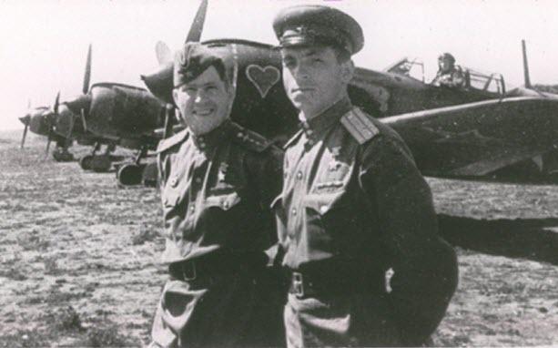 Карпов с однополчанином. 1943 г.