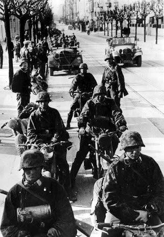 Немецкие войска входят в Белград. Апрель 1941 г.