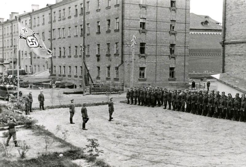 Двор по улице Тенишевой во время оккупации. Сентябрь 1941 г.