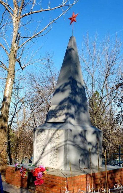 п. Каменоломни Октябрьского р-на. Братская могила, в которой похоронено 48 воинов, погибших при освобождении поселка в январе 1943 года.