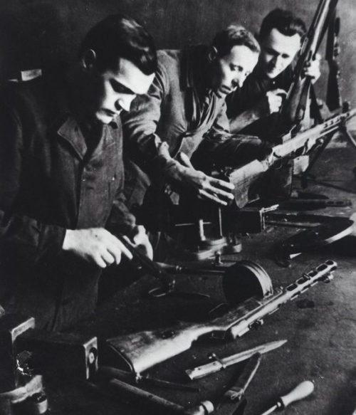 Ремонт стрелкового оружия на заводе Тулы. Ноябрь. 1941 г.
