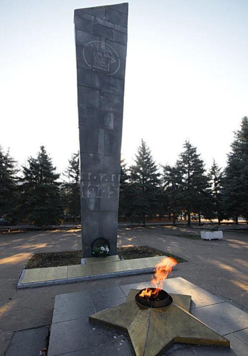 п. Каменоломни Октябрьского р-на. Мемориал воинам-односельчанам, не вернувшимся с войны.