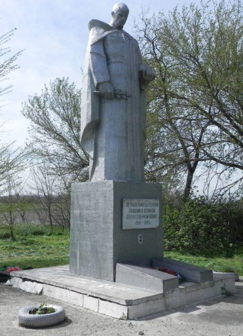 х. Криничный Матвеево-Курганского р-на. Памятник Герою Советского Союза В.А. Хайло.