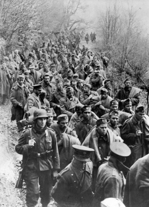 Колонны югославских военнопленных. Апрель 1941 г.