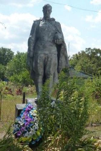 х. Ольховский Усть-Донецкого р-на. Братская могила, в которой похоронен 21 воин.