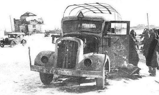 Разбитая немецкая техника в пригороде. Январь 1941 г.
