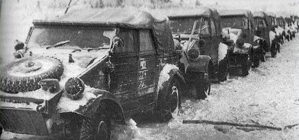 Брошенные немецкие автомобили без топлива. Январь 1941 г.