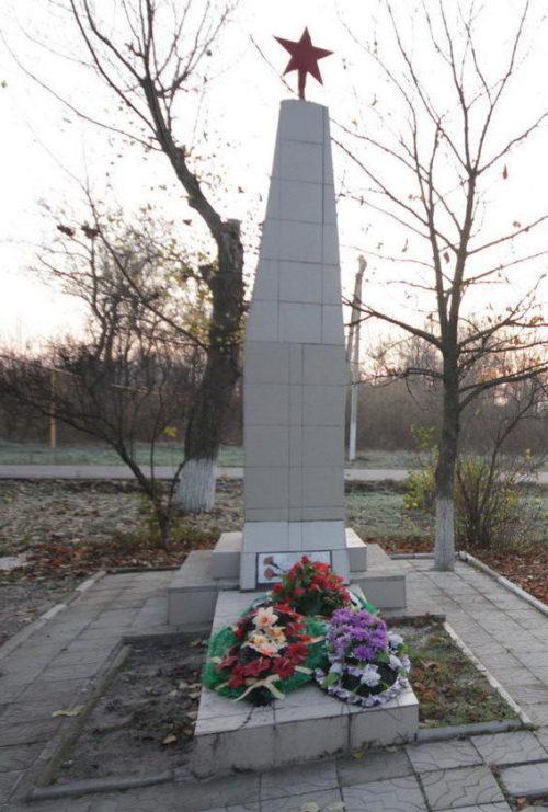п. Мокрый Лог Октябрьского р-на. Братская могила советских воинов.