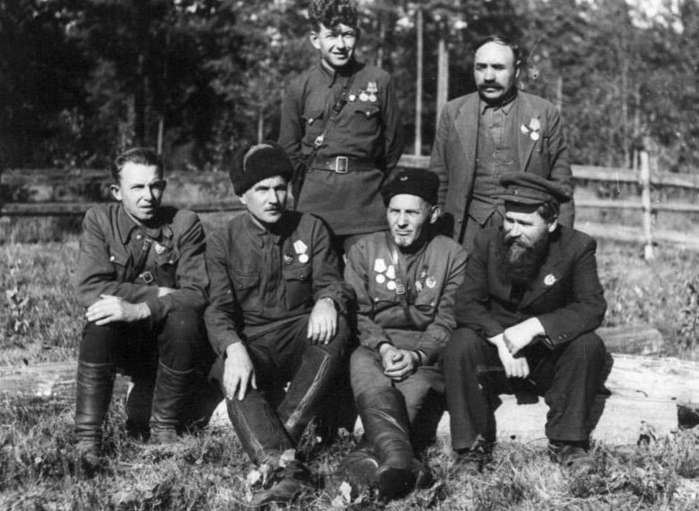 Ковпак с командирами отрядов. 1943 г.