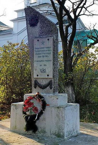 х. Ягодинка Октябрьского р-на. Памятный знак выпускникам школы, павшим в годы войны.