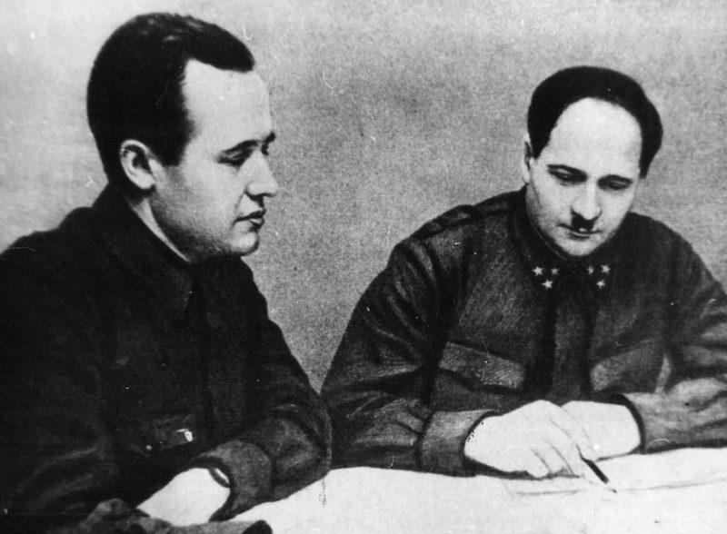 Председатель ГКО В. Г. Жаворонков и командующий 50-й армией генерал-лейтенант И. В. Болдин. Январь 1942 г.