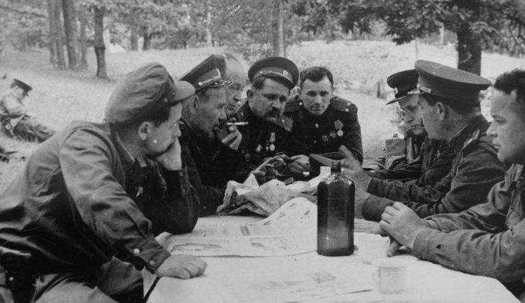 Ковпак на совещании с командирами. 1943 г.