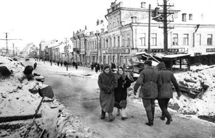 Улица Коммунаров. Февраль 1942 г.