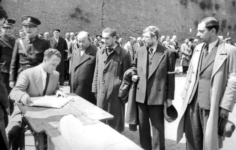 Угон югославских евреев для принудительного труда. 1941 г.