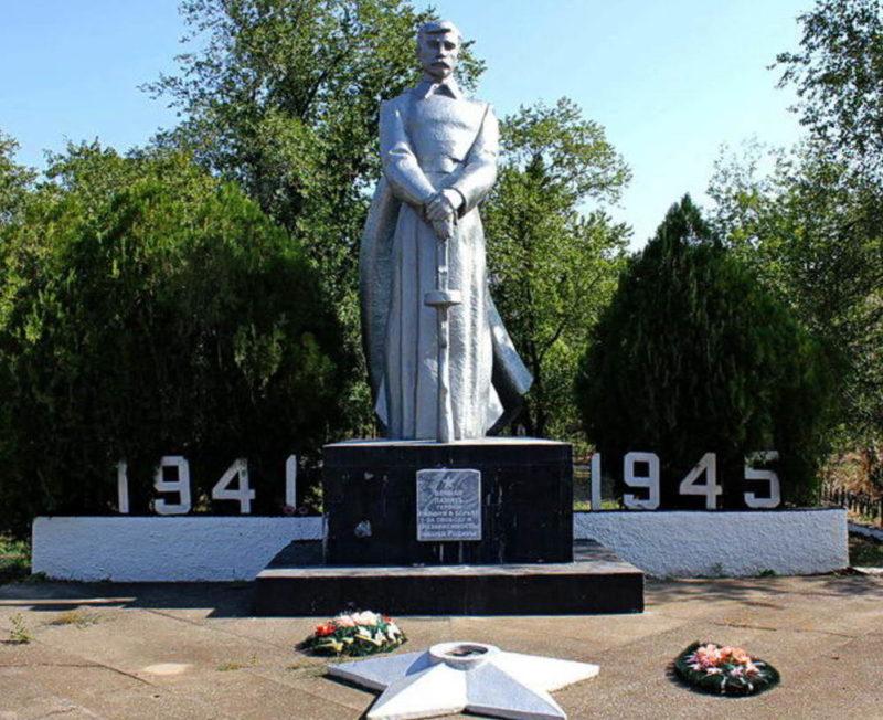 п. Волочаевский Орловского р-на. Мемориал павшим воинам-землякам.