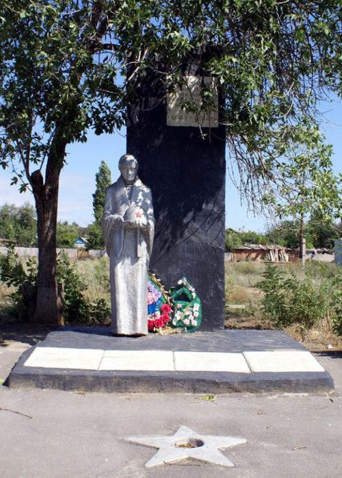 ст-ца. Калининская Цимлянского р-на. Братская могила советских воинов, перезахороненных в 1950 году.
