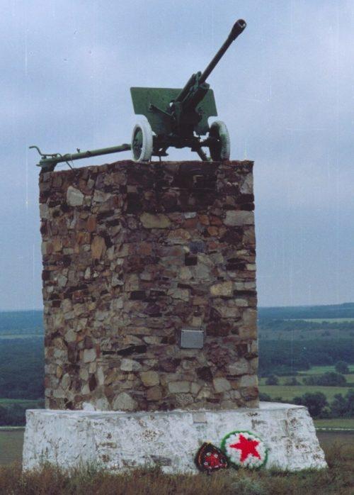 х. Подгорный Матвеево-Курганского р-на. Памятник «Черный ворон», установленный в 1976 году в честь воинов 248-й стрелковой дивизии.