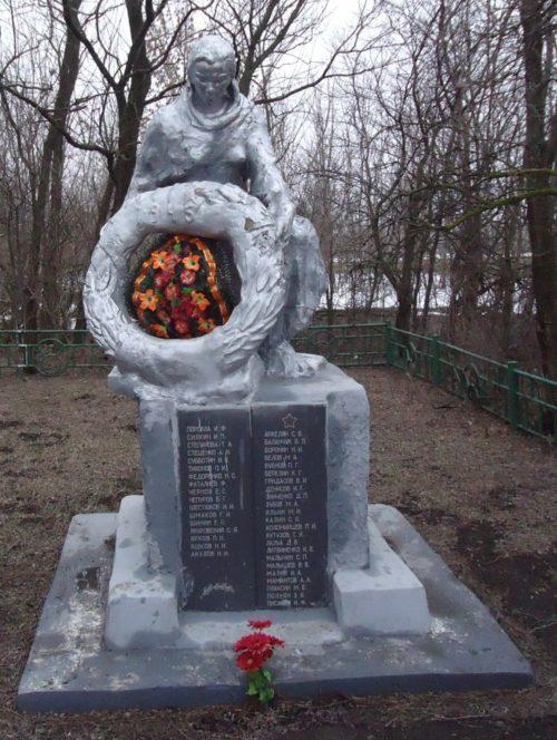 с. Соколовка Матвеево-Курганского р-на. Памятник, установленный в 1948 году на братской могиле, в которой захоронен 41 советский воин.