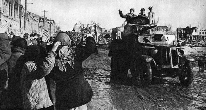 Красная Армия входит в Сталино. 8 Сентября 1943 г.