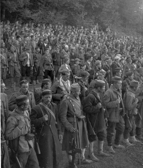 Бойцы 4-й Черногорской пролетарской бригады и 1-го Краинского отряда около Яйце. Сентябрь 1942 г.