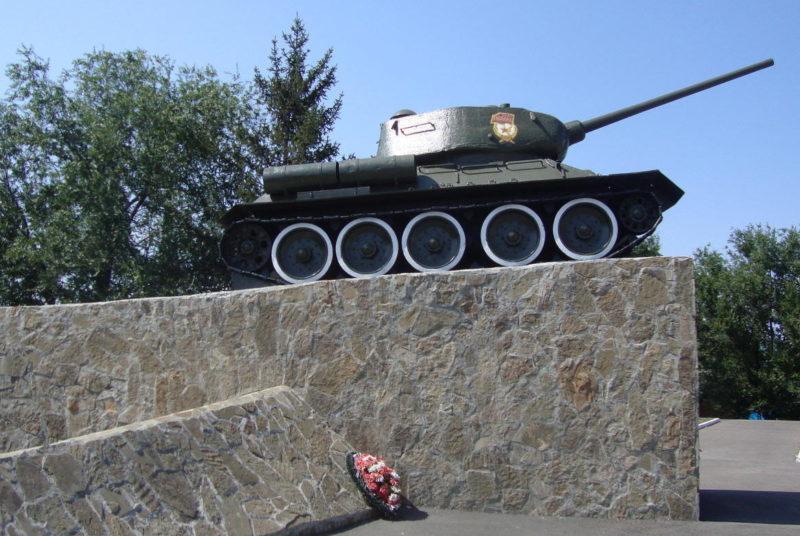 г. Миллерово. Танк-памятник, установленный в честь танкистов, освобождавших город в 1943 году.