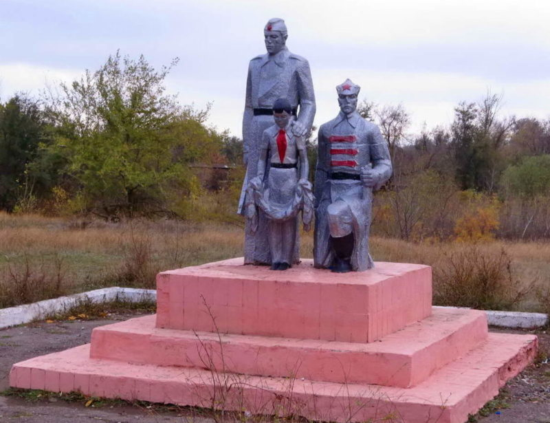 п. Саркел Цимлянского р-на. Памятник воинам Великой Отечественной и Гражданской войн.