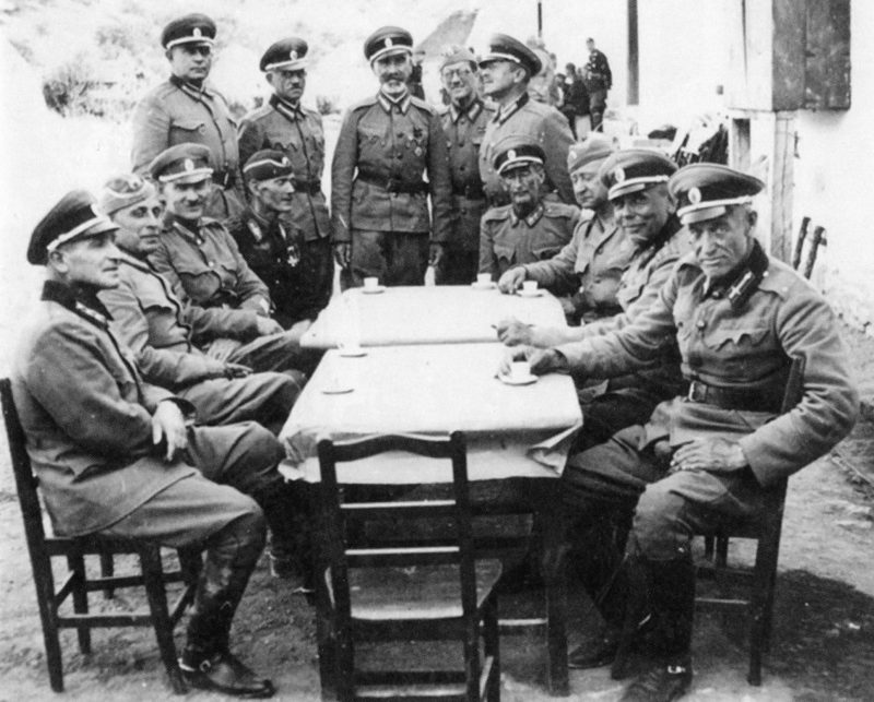 Офицеры Русского охранного корпуса Югославии. 1942 г.