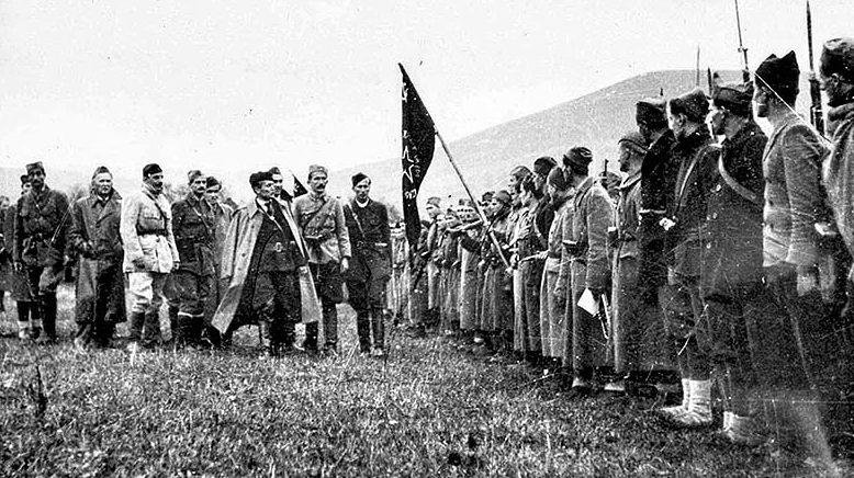 Тито проводит смотр 1-й Пролетарской бригады, Босански-Петровац. 7 ноября 1942 г.