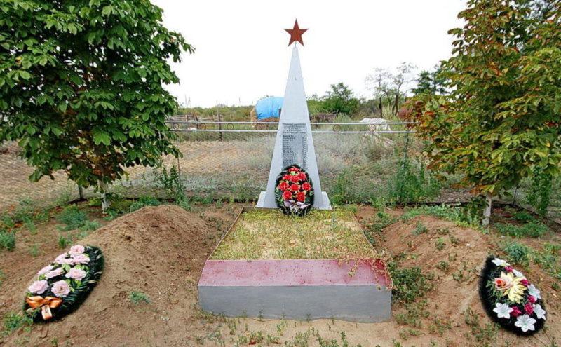 ст-ца. Хорошевская Цимлянского р-на. Братская могила советских воинов.