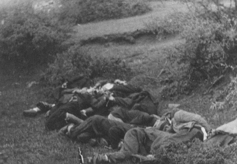 Тела расстрелянных партизан. 1942 г.