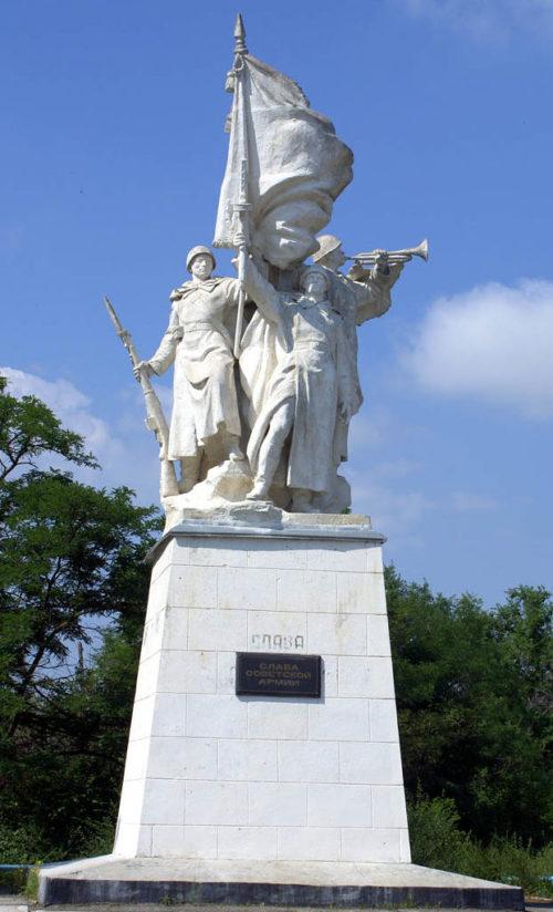 г. Цимлянск. Памятник воинам-освободителям, установленный на площади Победы.
