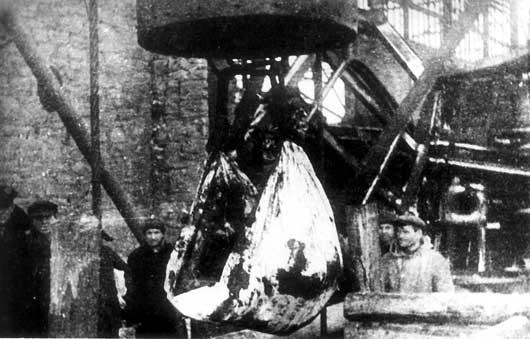 Подъём тел расстрелянных патриотов из шахты 4-4 бис. Сентябрь 1943 г.