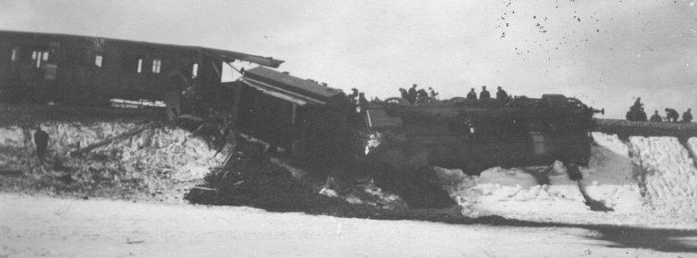Поезд, пущенный под откос югославскими партизанами на перегоне Медак-Госпич. Март 1943 г.